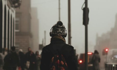 【海外の評価】最高のノイズキャンセリングヘッドホン5つ厳選【旅行や通勤に最適】