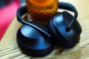 "【海外の評価】""Bose Noise Cancelling Headphones 700″"