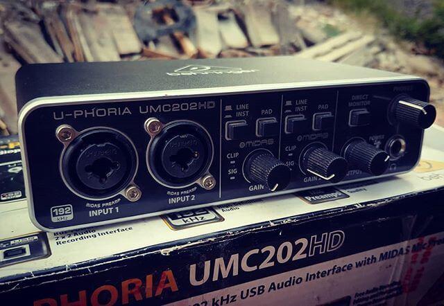 【海外評価数1,600件以上!】ベリンガー UMC202HD オーディオインターフェイスの魅力【レビュー調査】